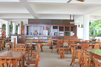 LAIYA WHITE COVE BEACH RESORT Restaurant