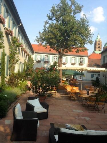 . Hotel Domhof