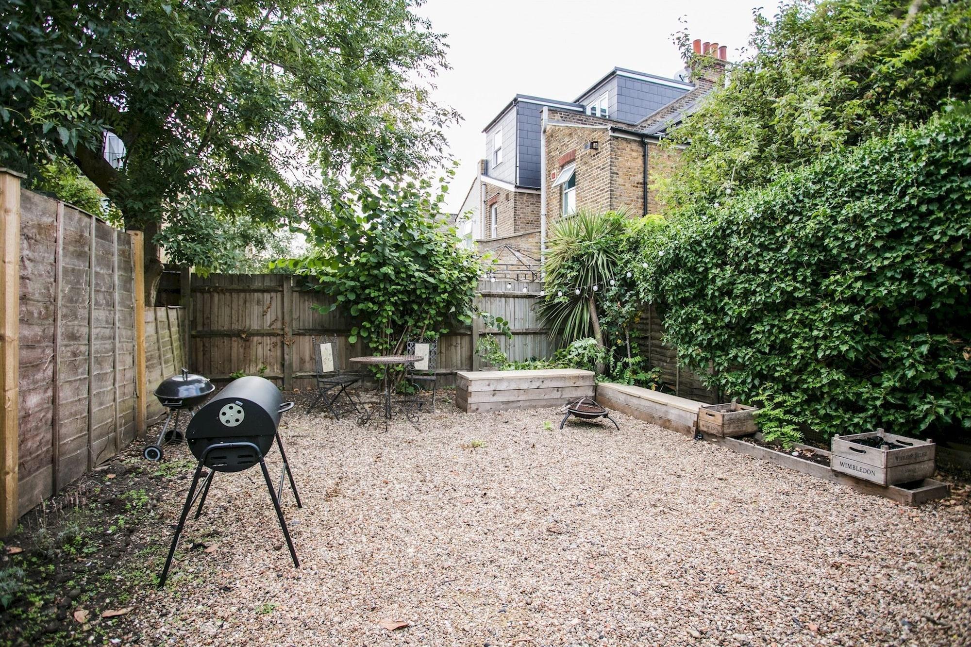 1 Bedroom Flat in Wimbledon With Garden, London