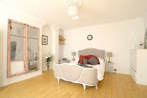 2 Bedroom Apartment Next to the Sea, Brighton and Hove