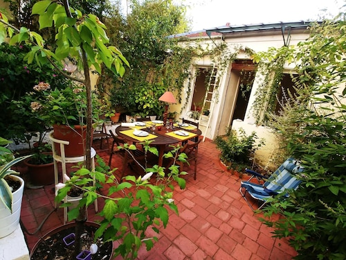 House With one Bedroom in Montreuil, With Enclosed Garden and Wifi, Seine-Saint-Denis