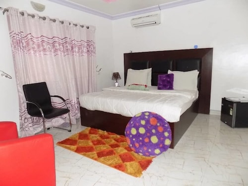 De Fellas Palace Hotel & Suites, Egbeda