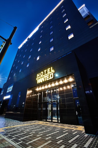 Hotel Wanted, Seo