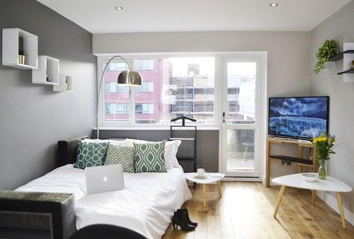 . MediaHub Apartment 1