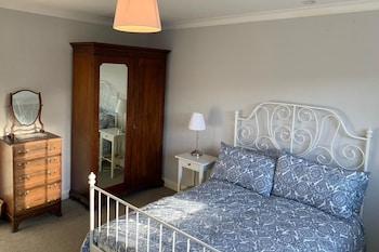 ガーデン付きの広々とした一軒家、ベッドルーム 4 室、8 名様までご宿泊可能