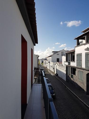 Lagoa's Place, Lagoa