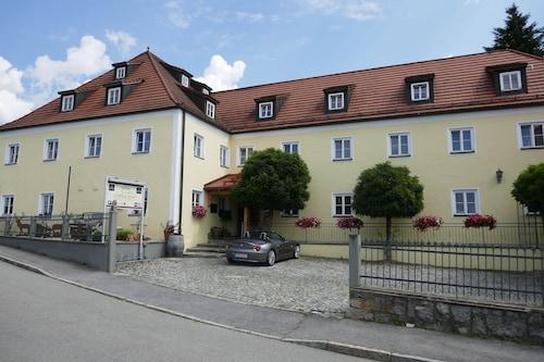. Landhaus Krone