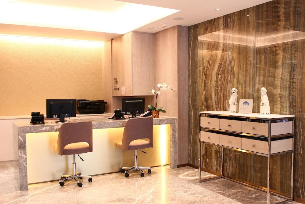 https://i.travelapi.com/hotels/33000000/32650000/32649000/32648932/60e386b0_z.jpg