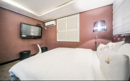 September Hotel, Geumjeong