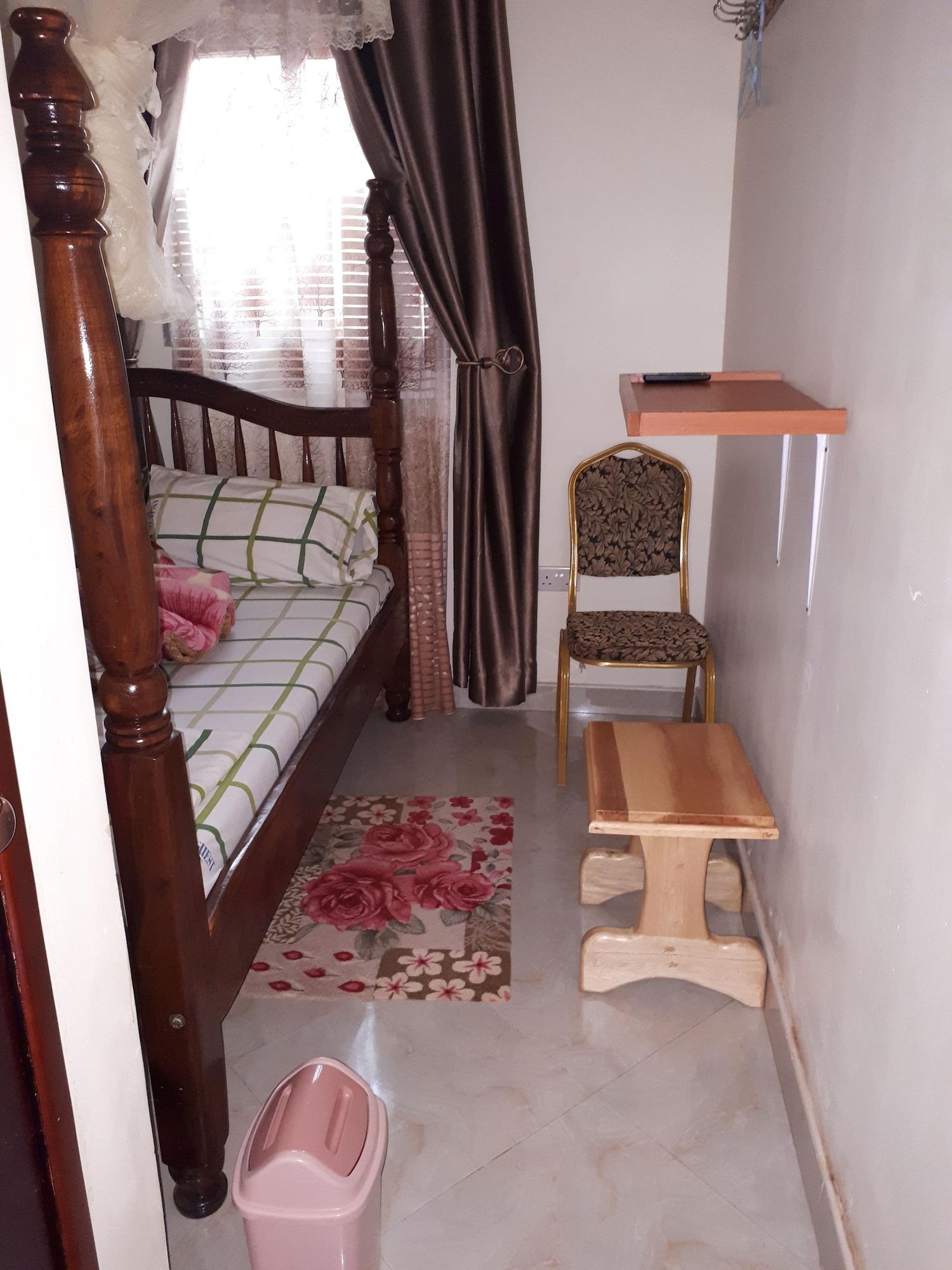 Angel Motel, Jinja