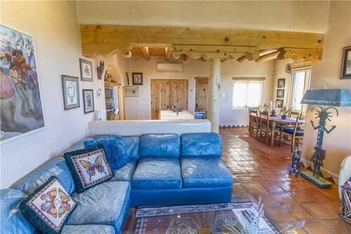 An Enchanting Casita - Two Bedroom Home, Santa Fe