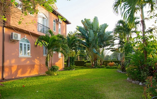 3 bdrm Town House at Runaway Bay,