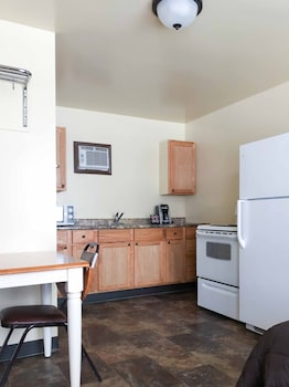 Lake View Double Full with Kitchenette