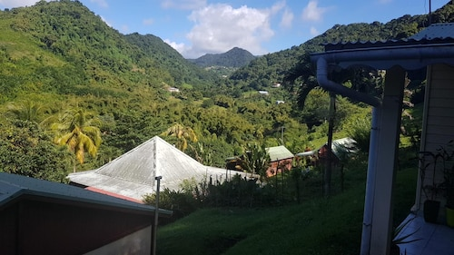 Bungalow With 2 Bedrooms in Saint-pierre, With Wonderful Mountain View, Saint-Pierre