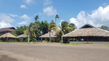 FISH UNLIMITED BEACH & DIVE RESORT Property Grounds