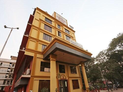 . OYO 22040 Hotel Central Plaza