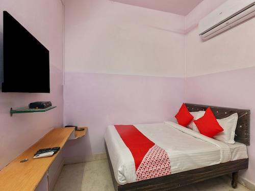 OYO 22085 Raj Banjara White House, Ranga Reddy