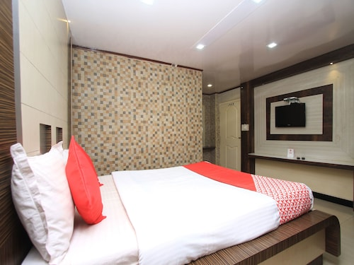 OYO 14267 Hotel Adarsh International, The Nilgiris