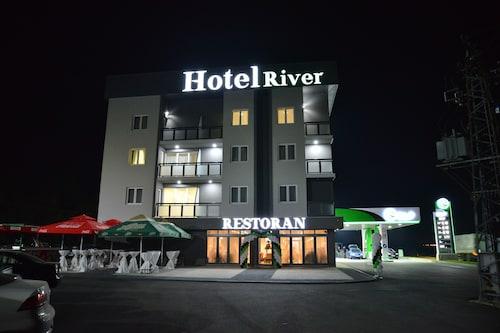. Hotel River