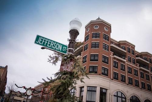 . Jefferson Street Inn