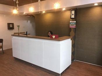 7 DAYS INN Lobby