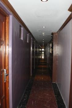 7 DAYS INN Hallway
