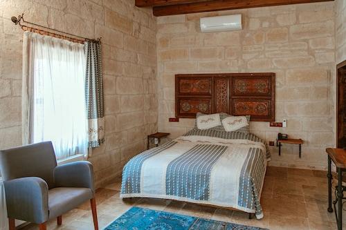 Henna Konak Hotel, Merkez