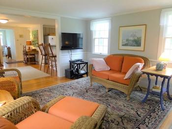 205 Rock Harbor - 2 Bedroom House
