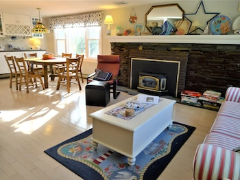 563 Pleasant Lake - 4 Bedroom House