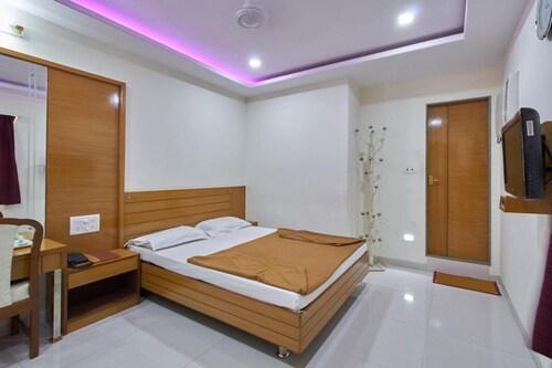 Hotel Sarita, Surat