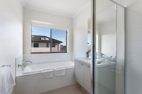 Serviced Houses Wyndham Harbour Villa, Wyndham - South