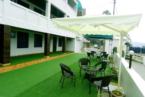 . Hotel Kausani Retreat
