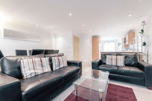 . Roomspace Apartments -Sandfield Court