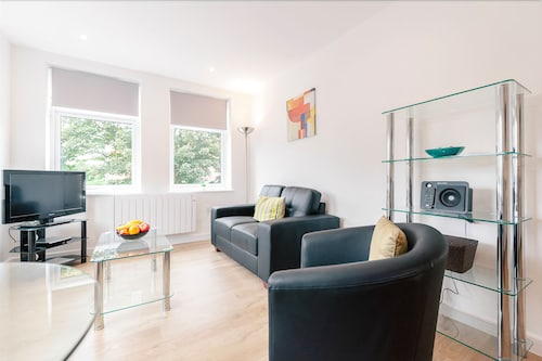 . Roomspace Apartments -Swan House