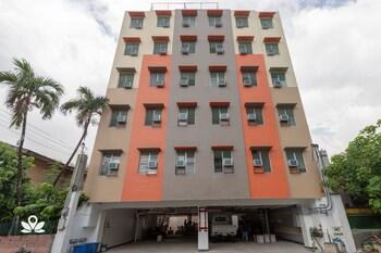 ZEN ROOMS FORTVIEW BGC Front of Property
