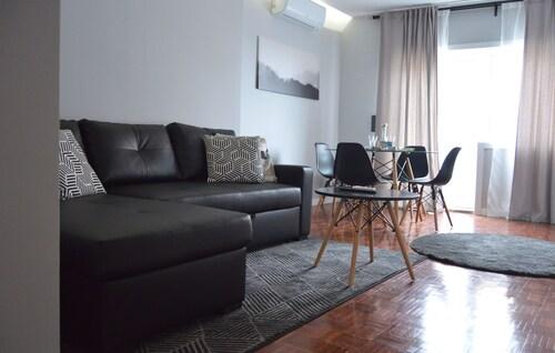 Grey Apartment by JC, Porto