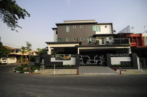 . I-Homey Guesthouse