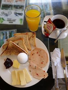 GRACE HOTEL & DIVE Breakfast Meal