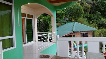 GRACE HOTEL & DIVE Interior Entrance