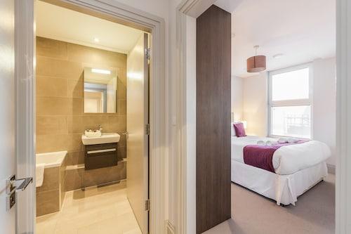 . Roomspace Apartments -The Quadrant