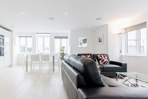 . Roomspace Apartments -Walpole Court