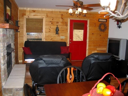 "Black ""Beary"" Cabin Holiday home 3 BestStayz.1, Henderson"