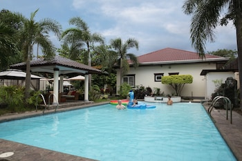 PLUMERIA HOTEL BATANGAS Outdoor Pool