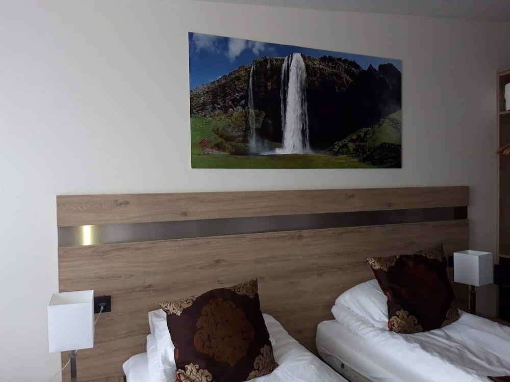https://i.travelapi.com/hotels/33000000/32920000/32912700/32912650/63138453_z.jpg