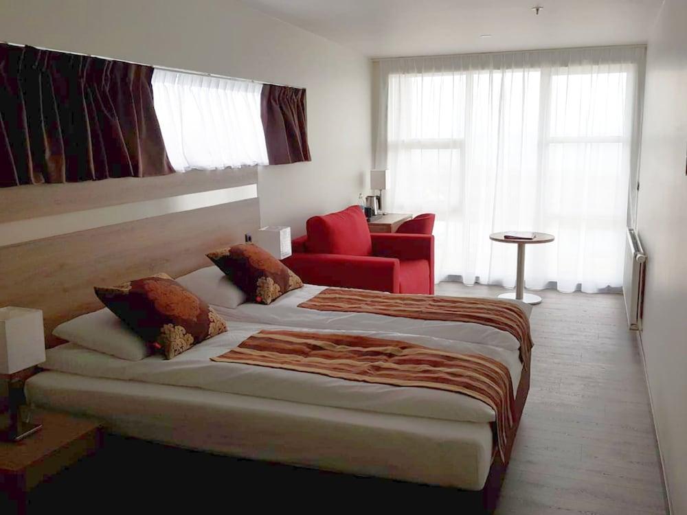 https://i.travelapi.com/hotels/33000000/32920000/32912700/32912650/c46c5404_z.jpg