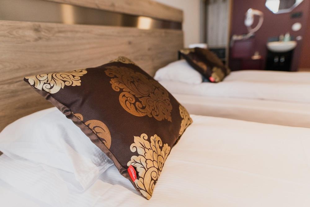 https://i.travelapi.com/hotels/33000000/32920000/32912700/32912650/d16ae1e3_z.jpg