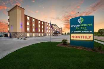 WoodSpring Suites Davenport