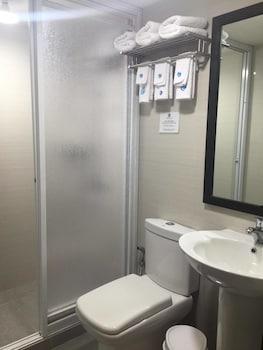 FERNVALE LEISURE CLUB AND RESORT Bathroom