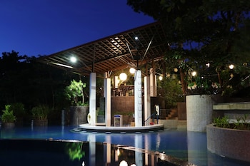 FERNVALE LEISURE CLUB AND RESORT Outdoor Pool