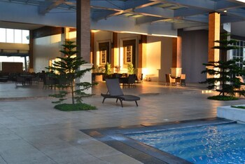 MAXSTAYS - MAX VIEW AT WIND RESIDENCES TAGAYTAY Outdoor Pool